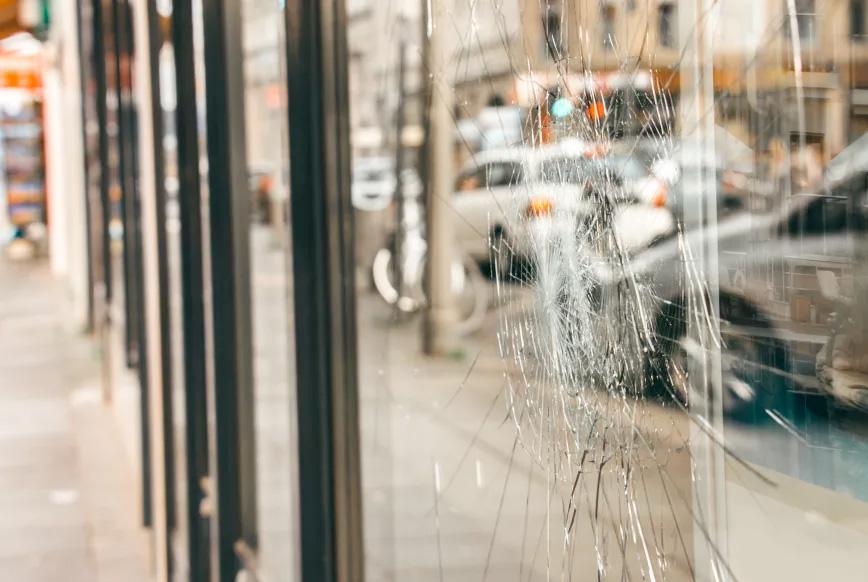 Fensterfolien für Splitterschutz als Sicherheitsglas und Einbruchsschutz für große Fensterflächen